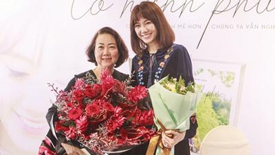 Hari Won bật khóc khi mẹ Trấn Thành đến chúc mừng