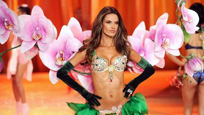 Thiên thần Alessandra Ambrosio chính thức lên tiếng sau khi giải nghệ sàn diễn Victoria's Secret