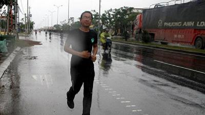 VTV hoãn chiếu phim về Cao Đức Thái - người chạy bộ xuyên Việt trong 30 ngày