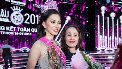 Mẹ Hoa hậu Trần Tiểu Vy: Bé nghĩ sao thì bé trả lời vậy thôi