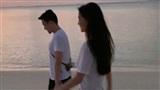 Hé lộ ảnh Angelababy dạo biển cùng người đàn ông lạ mặt, dấy lên tin đồn đã hoàn thành thủ tục ly hôn Huỳnh Hiểu Minh