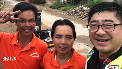 Phượt thủ người Hàn Quốc lao xe xuống mương và hành động tuyệt vời của 2 người đàn ông Việt