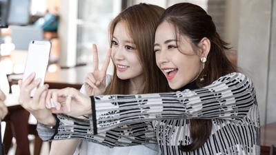 Cận cảnh 'vẻ đẹp thiên thần' của Chi Pu và Ji Yeon tại Hàn Quốc