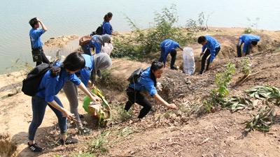 160 thanh niên 'giải cứu' Hồ Hàm Lợn với chương trình 'Chủ nhật xanh'