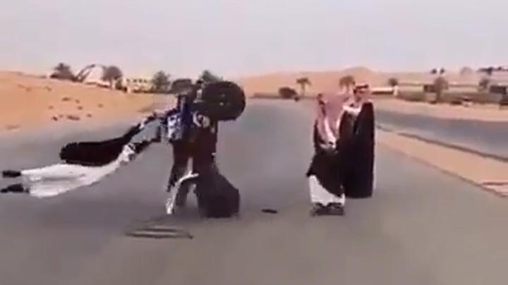 Clip hài: Nhảy dây theo phong cách dân chơi Ảrập
