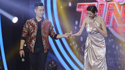 MC Nguyên Khang tình tứ với Á hậu Thúy Vân trên sân khấu