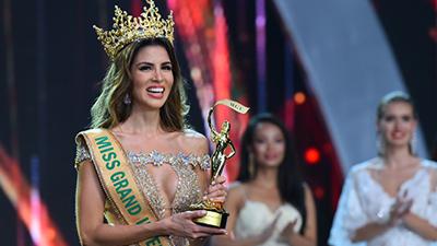 Cận cảnh nhan sắc khó rời mắt của Tân Hoa hậu Hòa bình Thế giới 2017
