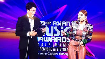 MAMA 2017: Chi Pu gây sốt khi hát live ca khúc Cho ta gần hơn phiên bản tiếng Hàn