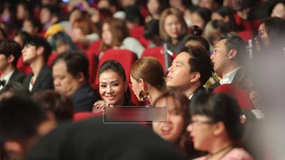 Khoảnh khắc định mệnh: Thu Minh - Chi Pu ngồi cạnh, vui vẻ trò chuyện cùng nhau tại MAMA 2017