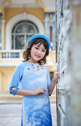 'Junior Miss Sea Star 2017' Lưu Vũ Hương Giang rực rỡ trong tà áo dài truyền thống