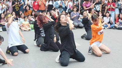 Hàng loạt nhóm nhạc nổi tiếng sẽ 'quẩy' tại phố đi bộ cùng fan Kpop vào cuối tuần này