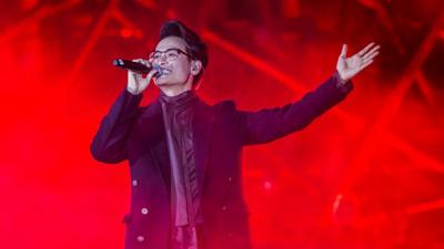 Hà Anh Tuấn khiến hàng ngàn khán giả đắm say trong đêm nhạc của mình