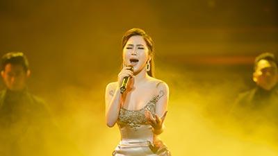 Hương Tràm chiếm trọn trái tim hàng ngàn khán giả trong live show đầu đời