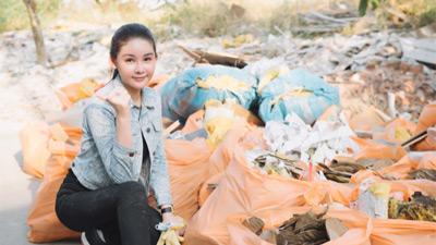 Gác luận văn tốt nghiệp thạc sĩ sang 1 bên, Lê Âu Ngân Anh đội nắng đi thu dọn rác