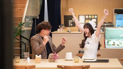 Sau ồn ào bị chê là giả tạo,Hari Won làm phục vụ tại nhà hàng dành cho các thực khách nổi tiếng