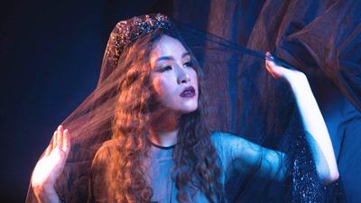 Bích Tuyết (Á quân The Voice 2019) đội vương miện hóa công chúa ma mị trong sản phẩm âm nhạc mới