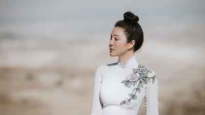 MC Thanh Mai diện áo dài Việt, khoe nhan sắc 'không tuổi' trên vùng đất thánh của thế giới
