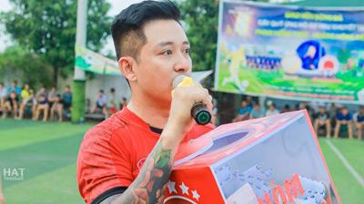 Ca sĩ Tuấn Hưng nhiệt tình hát kêu gọi ủng hộ VĐV Hồng Thức - Hồng Kiên