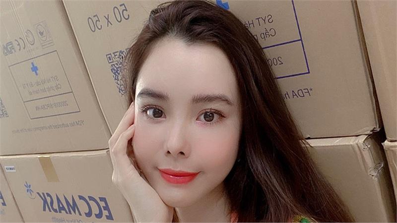 Hoa hậu Huỳnh Vy gửi tặng 50.000 khẩu trang đến người dân Đà Nẵng giữa mùa dịch Covid-19