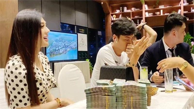 Lâm Khánh Chi vác ba lô tiền đi mua nhà hơn 30 tỷ: 'Tôi thích thì mua chứ sao'