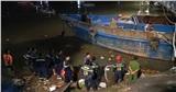 CLIP: Giải cứu sà lan 1000 tấn va kẹt cầu sắt hơn 100 năm tuổi ở Đồng Nai