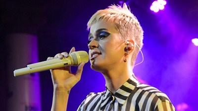 Katy Perry không cầm được nước mắt khi nhắc đến vụ đánh bom concert Ariana Grande