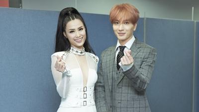 Đông Nhi thân thiết với trưởng nhóm Super Junior tại hậu trường 'Asia Song Festival'
