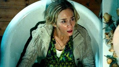Ám ảnh với cảnh hạ sinh không phát ra tiếng động của Emily Blunt trong'Vùng đất câm lặng'