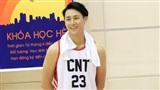 Hết 'lạnh lùng boy,' Rocker Nguyễn thành 'nam thần bóng rổ' đẹp vạn người mê trên phim trường Glee