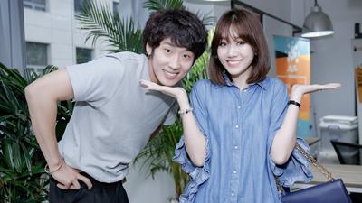 Hari Won trẻ trung quên tuổi cùng diễn viên Tuấn Trần tập thoại cho phim