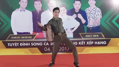 'Ông hoàng nhạc sến' Ngọc Sơn quậy tung hậu trường trước chung kết Tuyệt đỉnh song ca