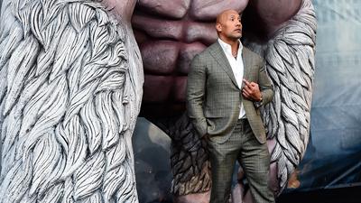The Rock - Dwayne Johnson xuất hiện bảnh bao bên cạnh Gorilla khổng lồ