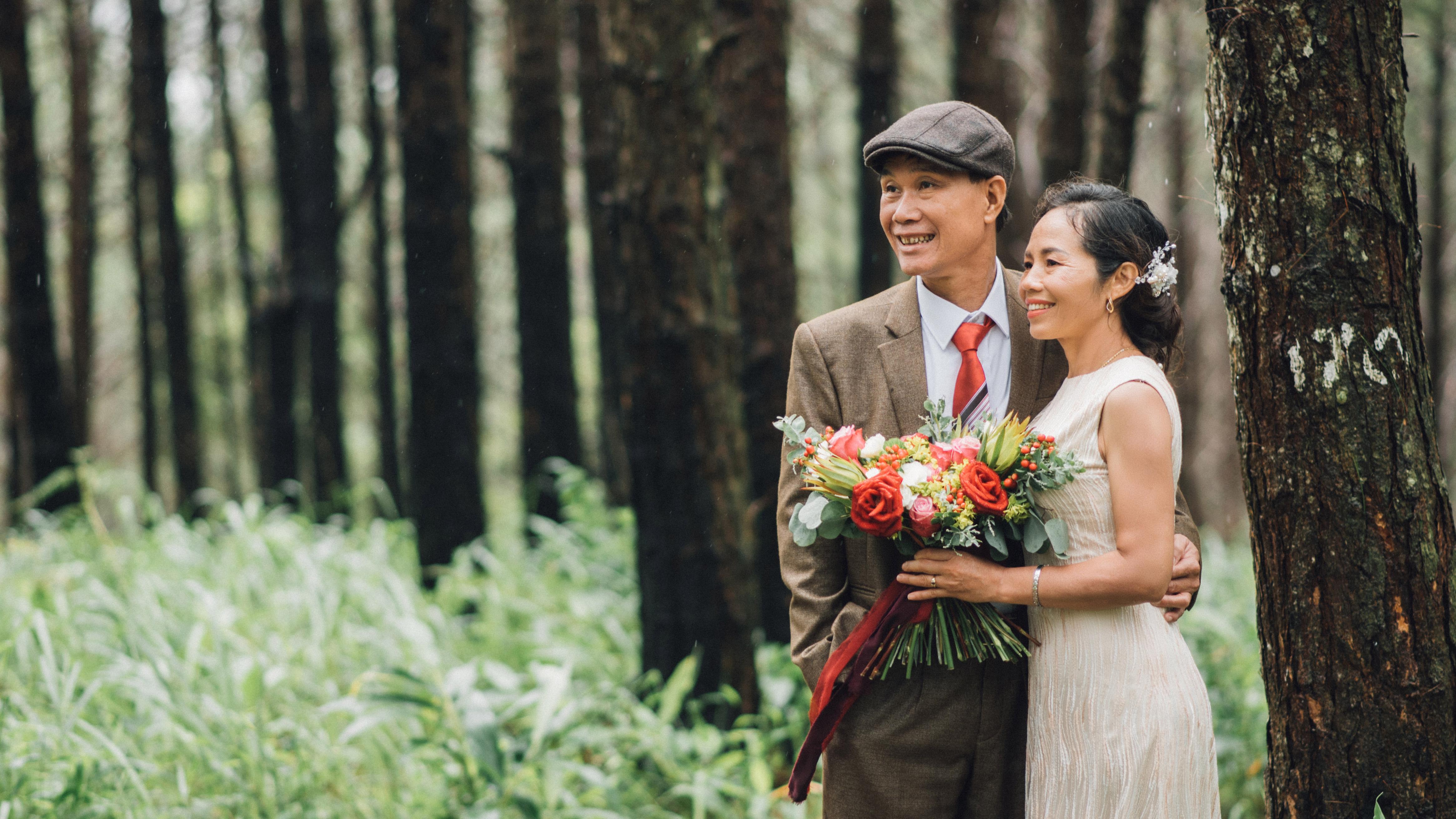 Cặp U60 chưa một lần chụp ảnh cưới và khoảnh khắc giới trẻ bảo nhau 'mình chạy dài chẳng kịp'