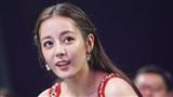 Gạch đá dồn dập từ cư dân mạng sau khi Địch Lệ Nhiệt Ba nhận hai giải lớn của Kim Ưng 2018
