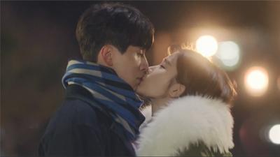 Điểm lại những câu thoại sến súa rụng tim của Lee Dong Wook - Yoo In Na trong 'Chạm đến trái tim'