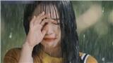 Ảo tưởng tuổi 17 (tập 6): Linh Ngọc Đàm vừa đi vừa khóc dưới mưa khi thấy crush và cô bạn thân 'Quỳnh búp bê nhí' tình tứ