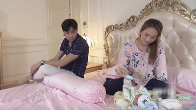 'Về nhà đi con': Ra ngoài bồng bế gái ngon lành, về nhà chăm con cũng không xong, Vũ bị Thư mắng 'Cút ra đi!'