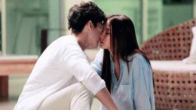 'Chiếc lá bay': Chat - Nira gây đỏ mặt vì lời thoại 'người lớn', hôn môi say đắm trong bối cảnh 'giường chiếu' nóng bỏng
