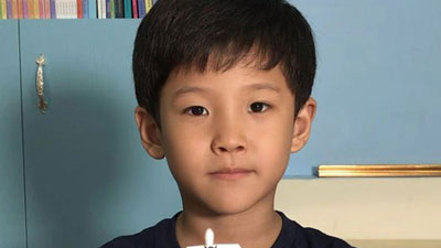 Cậu bé 7 tuổi bất ngờ nổi tiếng với hơn 100 video thí nghiệm khoa học
