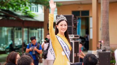 Vừa về Cao Bằng, Hoa hậu Lương Thùy Linh đã 'gây náo loạn' khi xuất hiện ở nơi đặc biệt này