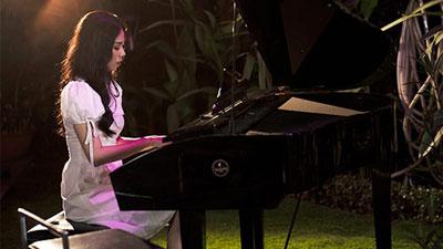 Tung MV và phim ngắn cùng lúc, Hương Ly có thoát được mác 'thánh nữ cover'?