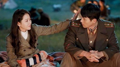 Son Ye Jin bị treo lơ lửng trên cây cao rồi nhảy hẳn vào lòng 'tình cũ' Song Hye Kyo