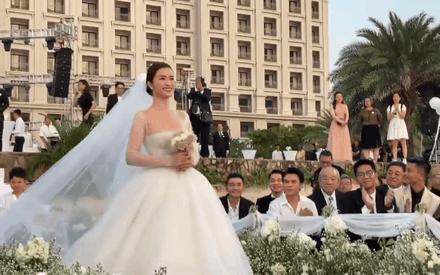 Đám cưới Đông Nhi và chuyện bây giờ mới kể: Đến cô dâu cũng còn gặp sự cố với váy cưới nữa là dàn khách mời tham dự