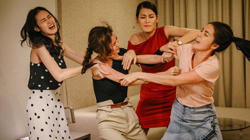 Những cặp 'chị em tốt' trong Hoa Hậu Giang Hồ: Sẵn sàng đấu đá, 'giật tóc, móc mắt' nhau bất cứ lúc nào