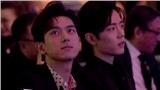 Khi hai mỹ nam ngồi cạnh nhau nhưng MC chỉ đọc tên Lý Hiện mà ngó lơ Tiêu Chiến