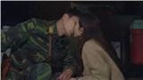 'Hạ cánh nơi anh' tập 3: Hyun Bin 'cưỡng hôn' Son Ye Jin trong hầm kín để đánh lạc hướng quân địch