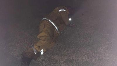 Lính cứu hỏa ngủ gục trên bãi cỏ vì kiệt sức sau 10 ngày căng mình đối phó với cháy rừng ở Australia