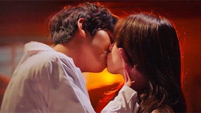Ahn Hyo Seop tiết lộ bí mật về cảnh hôn 'ướt át' với Lee Sung Kyung trong 'Người thầy y đức 2'