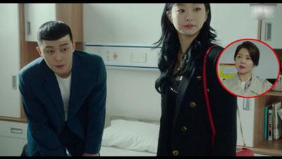 Ơ kìa ai như anh Park 'Tầng lớp Itaewon': Để Yi Seo đợi 4 năm thì được nhưng mẹ nàng vừa đến là hớn hở gọi 'mama' ngay