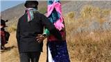 Phong tục đám cưới kỳ lạ: Tục 'vỗ mông' kén vợ của người Mông